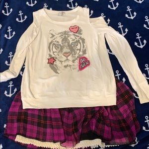 Jessica Simpson sweater and skirt outfit